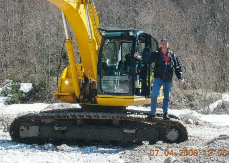 Baggerfahren im Steinbruch
