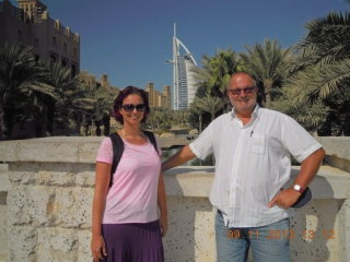 Vor dem Burj Al Arab