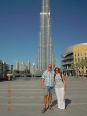Vor dem Burj Khalifa