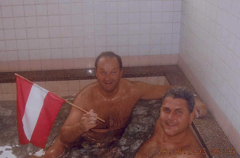 2003-06-28-judo-wm-japan-erholung-im-heisswasserbecken