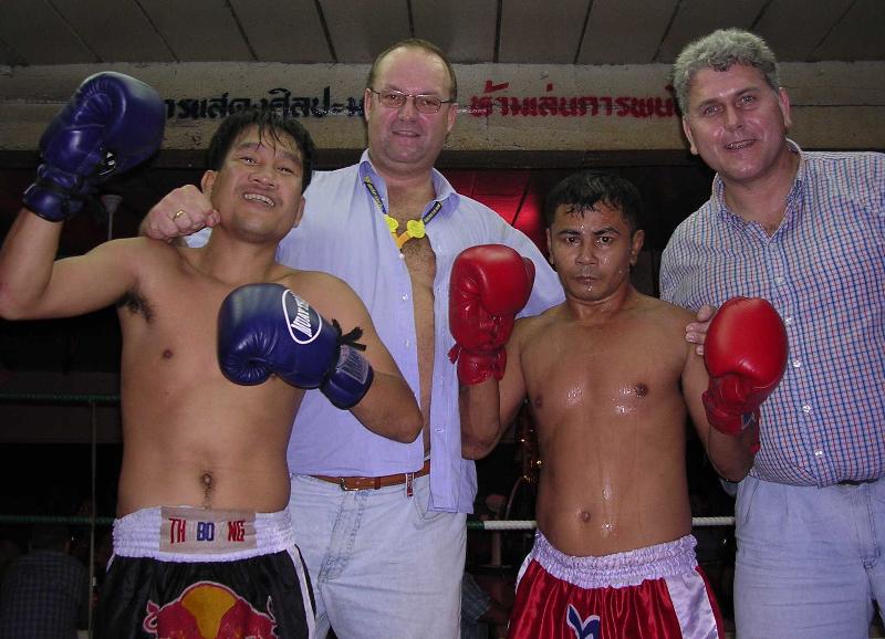 2003-11-26-trainingslager-thailand-thai-boxer-gruppenfoto