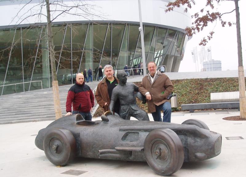 2007 08 20 Sindelfingen Judo EM vor dem Mercedes Museum am nächsten Tag