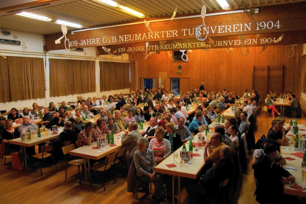 Ein Blick in den vollen Saal