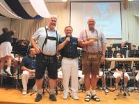 Obmann-Stv Hans Leeb gratuliert
