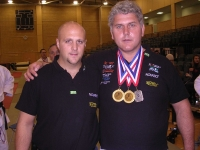 2005-london-em-helmut-und-andi-mit-3-medaillen-ohne-fahne-pg_