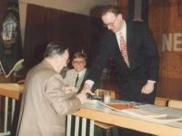 1994-04-NTV-amtsübergabe-mit-stempel