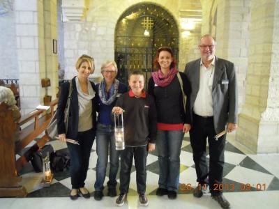 Reisewelt-Team mit Friedenslichtkind Michael