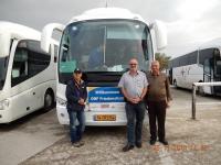 Reiseleiter Raanan Busfahrer Bus grün