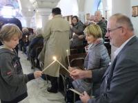 Friedenslichtmesse in der kath. Pfarrkirche - Übergabe des Friedenslichtes