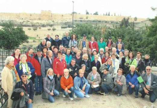 2014 11 23 Jerusalem Garten Gethsemane Bus grün