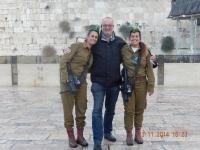 Klagemauer mit israelischen Militärmädchen