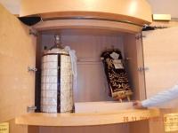 Erklärung einer Synagoge und der Torra-Rolle durch Reiseleiter Cfir