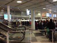 2014-11-14-münchen-flughafen-anstellen-passkontrolle-1