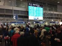 2014-11-14-münchen-flughafen-anstellen-passkontrolle-2