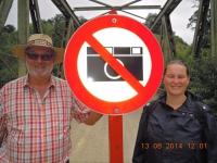Tochter und Vater beim Fotografierverbot