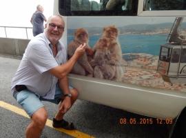 08 05 Wenigsten auf dem Bus sind Affen zu sehen