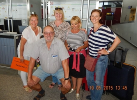 10 05 Reiseleiterteam der Woche am Flughafen