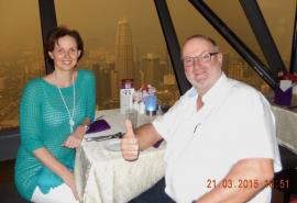 21 03 Perfektes Abendessen mit herrlichem Fensterplatz und super Ausblick im Drehrestaurant des KL Tower
