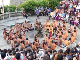 25 03 Tanzvorführung am Ulu Watu Tempel
