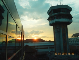 29 03 Sonnenuntergang am Fughafen Bali Denpasar