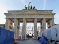 Bühne am Brandenburger Tor von hinten