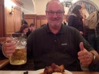Mahlzeit im Hofbräuhaus Haxn vorher
