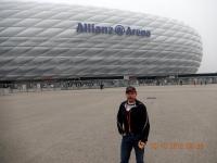 Otto vor der Allianz Arena