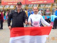 Coach und Läufer vor dem Start