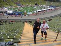 Läufer und Coach im Olympiastadion