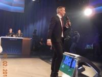 Christian Nehiba begrüsst das Publikum