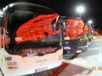 Allianz Arena spiegelt sich in den Bussen