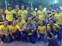 Fans von Borussia Dortmund sahen im Nebenraum das DFB Fußballpokal-Endspiel gegen FC Bayern