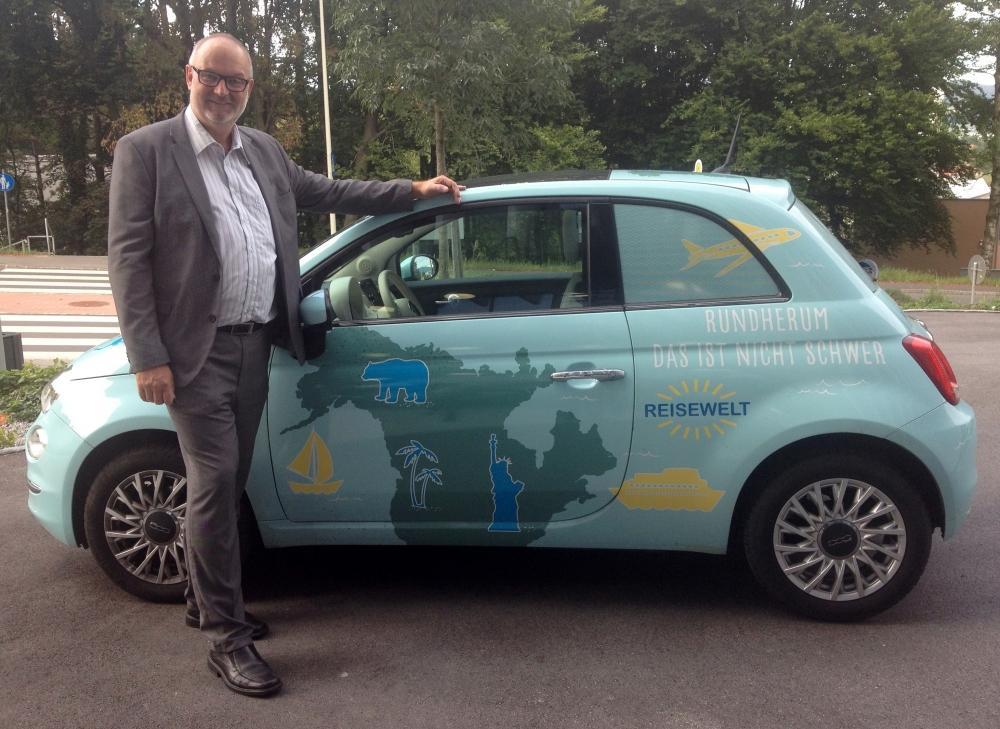2016 09 21 Reisewelt Promotion Auto beim Mitarbeitertag vor der Bruckner Universität