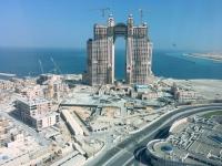 2016 10 27 Abu Dhabi Blick vom Skytower der Marina Mall auf das neue Hotel Fairmont Marina Residence