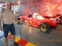 2016 10 27 Abu Dhabi Ferrari World mit vielen Ferraris