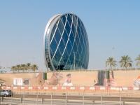 2016 10 27 Abu Dhabi Vorbeifahrt am spektakulären Aldar Building
