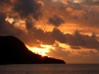 2016 11 03 Perfekter Sonnenuntergang am Hauptstrand von Mahe Beau Vallon