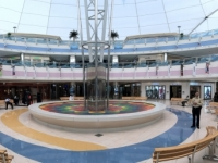 2016 10 26 Abu Dhabi Marina Mall mit riesiger Kuppel