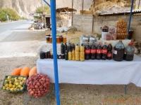 2016 10 17 Areni Weinverkauf in Colaflaschen für Iraner