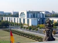 2016 09 26 Besuch Reichstagskuppel Blick auf Bundeskanzleramt