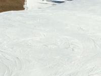 Schipiste auf einer Kunstschneebahn