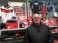 Schweini FCBayern_Artikeln natürlich im Geschäft