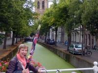 2016 08 13 Delft Reiseleiterin Mathilde bei der Arbeit