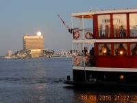 2016 08 18 Amsterdam Hafen perfekter Mond heute Nacht