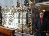 2016 12 11 Hofkirche Leeres Grabmal Kaiser Maximilian I