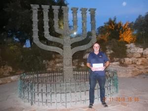Menorah gegenüber der Knesset