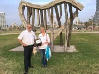 2016 11 19 Tel Aviv Strandpromenade mit moderner Skulptur