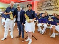 2016 06 25 Geschenke des Ellerbecker Turnvereins an Obmann und SZ_Leiterin