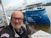 2016 06 30 Blick auf ein interessantes Arbeitsschiff