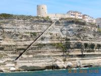 2016 05 30 Bonifacio Stufen von der Oberstadt bis zum Meer hinunter